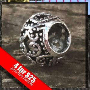 Jewelry - 🔥HOT SALE🔥Sexy Sparkles Silver Tone Charms
